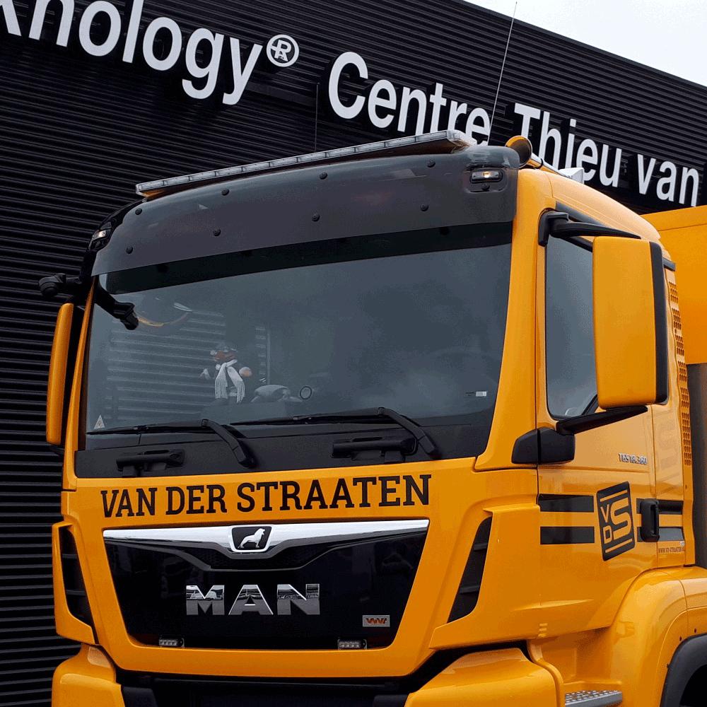 Apollo flitsbalk op MAN vrachtwagen