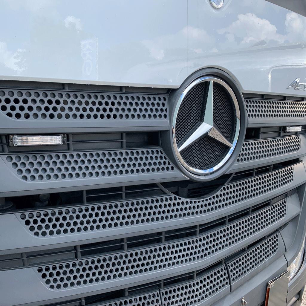 M180 LED flitser op Mercedes Actros